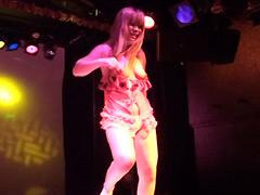【エロ動画】ストリップ劇場 美人ダンサーの本番ナマ板ショーのエロ画像