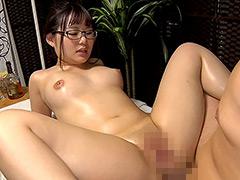 巨乳パイパンメガネっ娘 るみ 20歳 Fカップ(90cm)