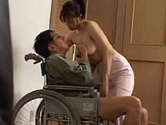 10代の女子スタッフ 禁断のワイセツ介護