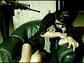 全裸で逃げながら銃で撃たれ、最後に犯されるビデオ 6