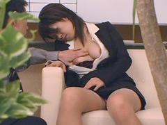 【エロ動画】昏睡する人妻に悪戯のエロ画像