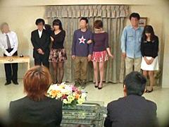 【エロ動画】旦那が見ている前で競り落とされる妻たち2のエロ画像