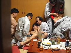 温泉街の人妻コンパニオン 宴会乱痴気騒ぎ盗撮