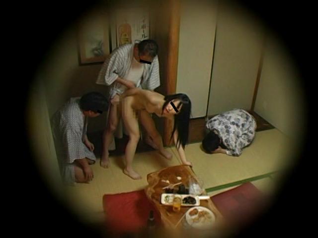 忘年会で部下の妻を強制裸踊り後に輪姦したビデオ 総集編240分 の画像5