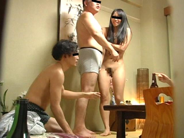 忘年会で部下の妻を強制裸踊り後に輪姦したビデオ 総集編240分 の画像11