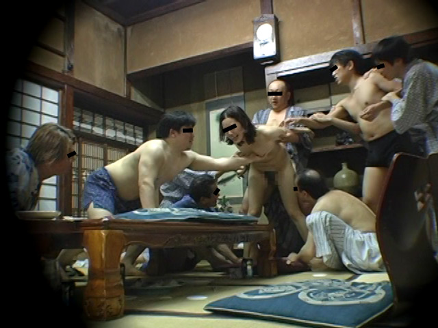 忘年会で部下の妻を強制裸踊り後に輪姦したビデオ 総集編240分 の画像15