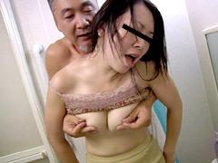 【エロ動画】ハウスキーパー(家事代行)の人妻にイタズラしたいのエロ画像