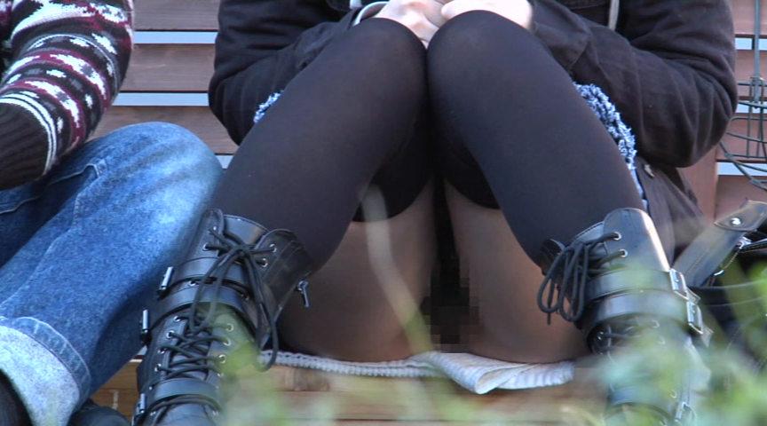しゃがみノーパンチラ 24名 ~パンツ履いてない事忘れて大胆に座ってオマ●コ丸見え~ の画像9