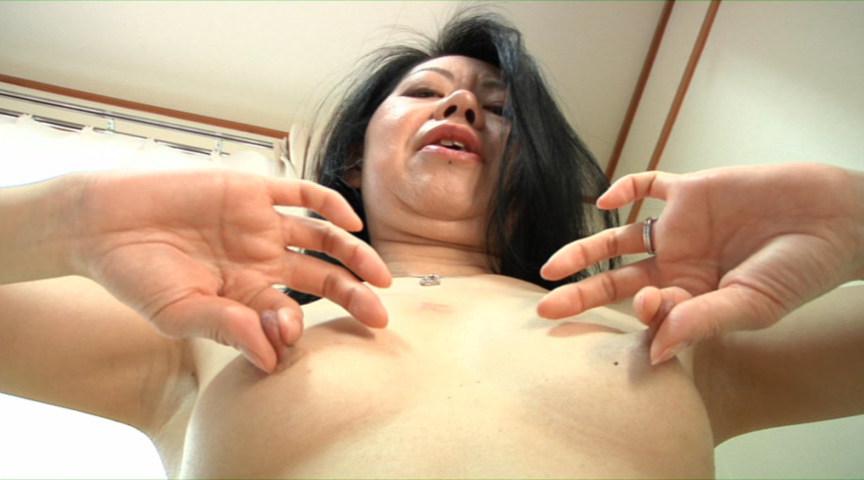 人妻の乳首観察&乳イジリ の画像1