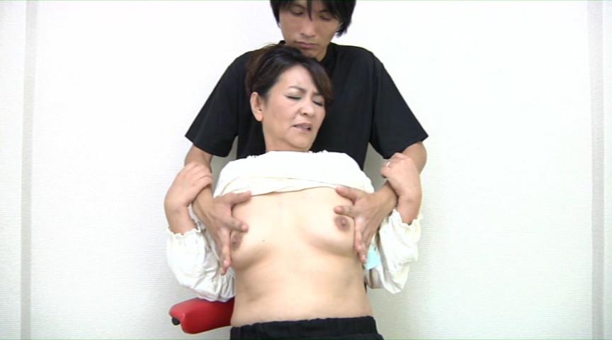 人妻の乳首観察&乳イジリ の画像2