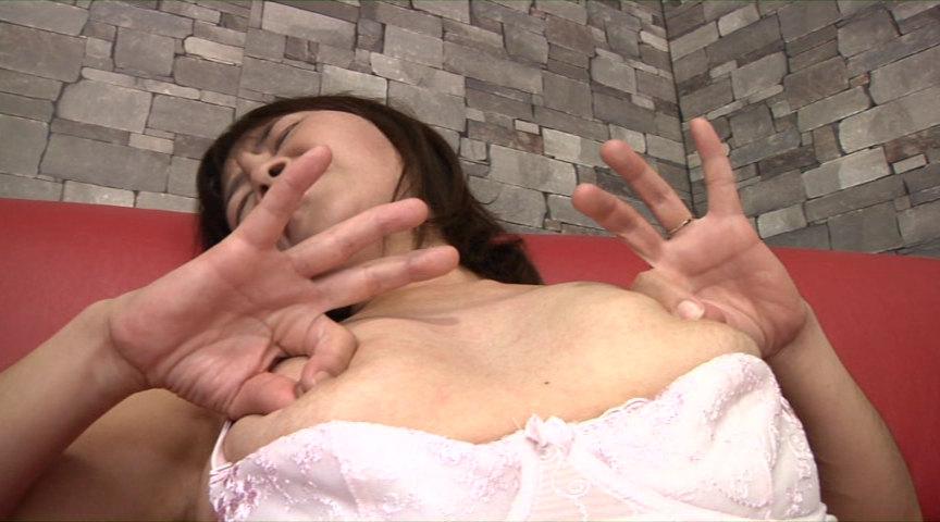 人妻の乳首観察&乳イジリ の画像19