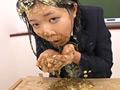 ゲロの上に脱糞し、それを混ぜて食べ、吐き、更に糞を入れかき混ぜ、またゲロを食べる。壮絶ないじめ…女子校で行われている非道なゲロいじめ…。女子校に隠された表と裏…悲鳴と嗚咽が混ざり合う…。(マニアの館)