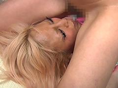 【エロ動画】強制飲尿の人妻・熟女エロ画像