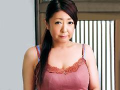 【エロ動画】性交管理された淫乱人妻 紫彩乃のエロ画像
