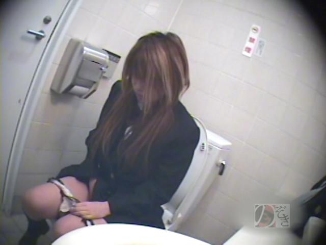 盗撮!女子校生の公衆トイレ制服オナニーDX ~偶然撮られた映像に興奮~ の画像5