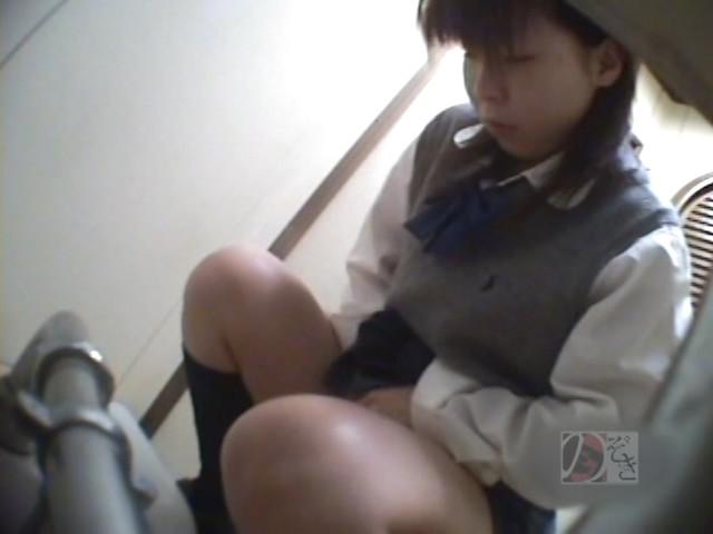 盗撮!女子校生の公衆トイレ制服オナニーDX ~偶然撮られた映像に興奮~ の画像6