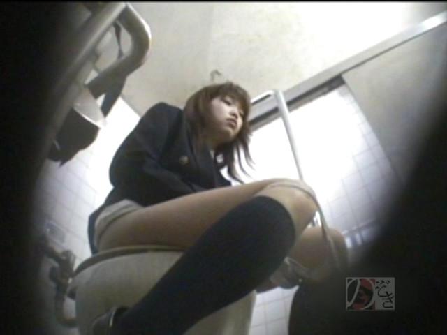 盗撮!女子校生の公衆トイレ制服オナニーDX ~偶然撮られた映像に興奮~ の画像14