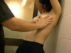 Dカップスレンダー美女 初体験の乳首洗い