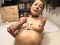 巨大乳首を縛られディルドオナニーする変態熟女
