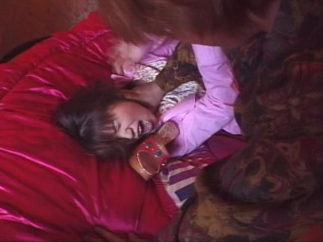 個室ビデオBOXでとんでもなくイヤらしいオナニーをしてた美女