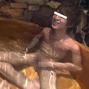 露天風呂でアナルSEX!隣の客に喘ぎ声聴こえまくり…