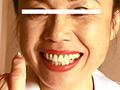 熟女たちがひたすら「鼻くそ」をほじる動画です。人差し指や小指を鼻の穴に突っ込みグリグリと回して鼻くそを取り、ティッシュや白紙の上に出していきます。鼻をほじるときに口が開く者や両手の指を鼻の両穴に突っ込む強者も!! ※本編顔出し