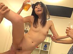 【エロ動画】ほろ酔い小悪魔 お漏らし痴女 胡桃たえのエロ画像