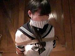 【エロ動画】コテージ監禁のSM凌辱エロ画像