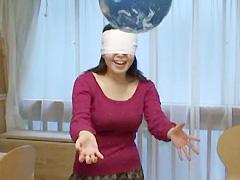 【エロ動画】風船ゲームのエロ画像