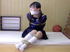 【エロ動画】体育倉庫監禁のエロ画像