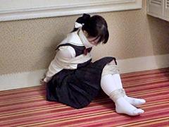 【エロ動画】女生徒を縛っていたずらのエロ画像
