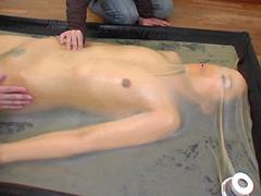 【エロ動画】バキュームベッド 〜圧縮ラバーコレクター〜のエロ画像