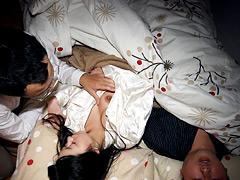 【エロ動画】夜這い〜夫の横で感じる人妻〜 DBUD-015のエロ画像