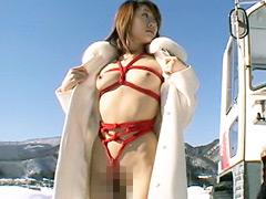【エロ動画】熟女露出 海、山、川で熟マ●コ全開丸出し!!!のエロ画像