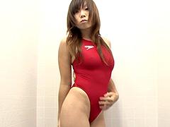 競泳水着からハミ出る豊満な女体とデカ尻盗撮!