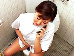 給食センターで働くおばさんのトイレ盗撮