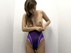 水着:競泳水着からハミ出る豊満な女体とデカ尻盗撮!10