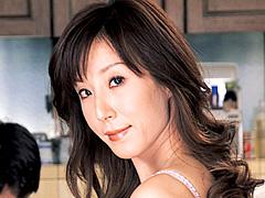 【エロ動画】近●相姦 継母の尻 高坂保奈美の人妻・熟女エロ画像