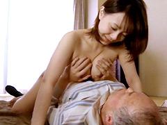 【エロ動画】おじいちゃん大好き!隣の淫乱娘のエロ画像