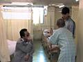 病室でレイプされる人妻