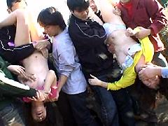 【エロ動画】街で見つけた姉妹みたいな親子をヤッちまえ!!のエロ画像