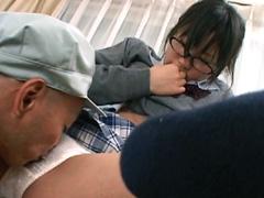 【エロ動画】お受験ママがいるのに犯されたオヤジにハマる眼鏡娘3のエロ画像