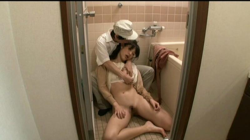 媚薬が効く前にオマ○コを洗う新妻 無念の発情