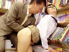 オヤジの濃厚テクでイキ続ける敏感女子校生