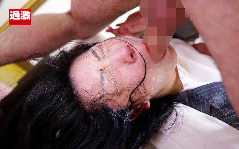 逆さイラマで喉奥を犯されえずき汁まみれで謝罪する女上司