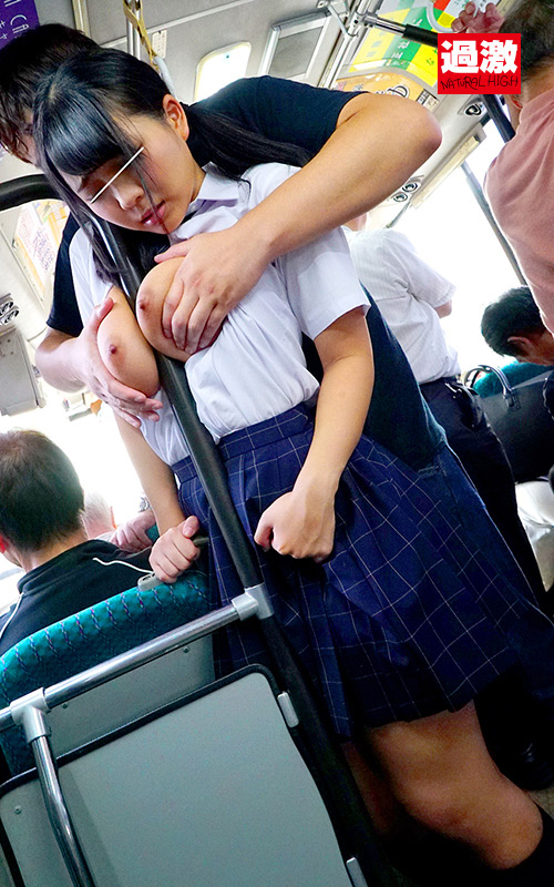 満員バスで制服越しに乳揉み痴漢される巨乳女子○生8