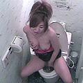 盗撮トイレ ビデ水圧でオナニーする女2サムネイル