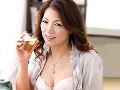 【エロ動画】「お義母さんを酔わせてどうするつもり?」のエロ画像