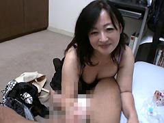 【エロ動画】オナホール訪問販売員のおばさん13のエロ画像