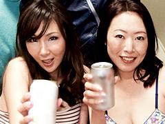 【エロ動画】旅館で出会ったスケベそうなママさんたちと即席合コンのエロ画像